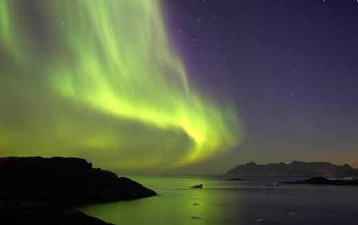 Nordlichter über den Fjorden