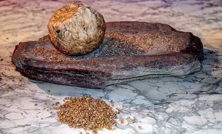 2- Neolithischee Mahlstein