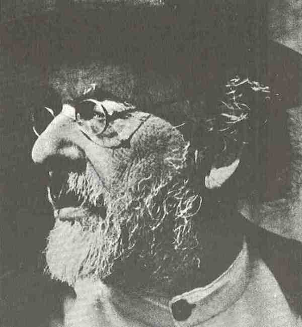 Der russische Schullehrer und Autodidakt Konstantin Ziolkwoski wurde aufgrund seiner theoretischen Arbeiten als Vater der Astronautik bezeichnet. Er demonstrierte, warum der Vorstoß in den Weltraum nur mit Raketen möglich ist.