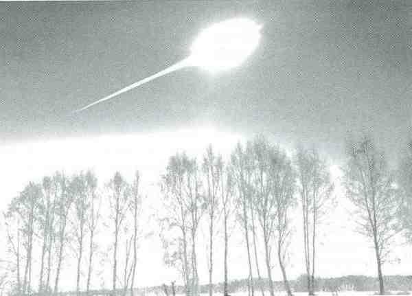 Unvermittelt zerstörte ein gleißend heller Feuerball die Idylle. Wegen der zuvor genutzten manuellen Belichtungseinstellung ist die Aufnahme, die um 09:20:33 Uhr entstand, stark überbelichtet.