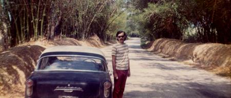 In Jamaika 1972-1974, neben einem 1959er Opel Rekord