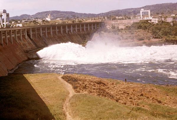 Der Owen-Falls-Damm von der anderen Seite.
