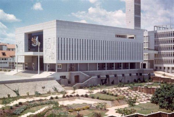 Parlamentsgebäude in Kampala, 1960.
