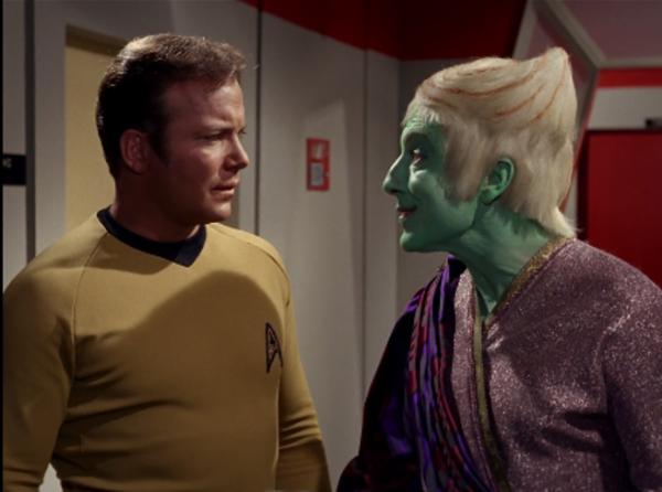 Captain Kirk und der troyiusische Botschafter Petri.