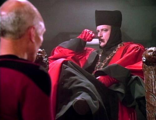 """Captain Picard und """"Q"""" in """"Der Mächtige / Mission Farpoint""""."""