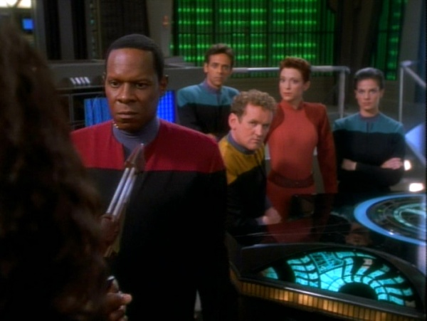 Commander Sisko, Dr. Bashir (hinten), Chief O'Brien, Major Kira und Lieutenant Dax.