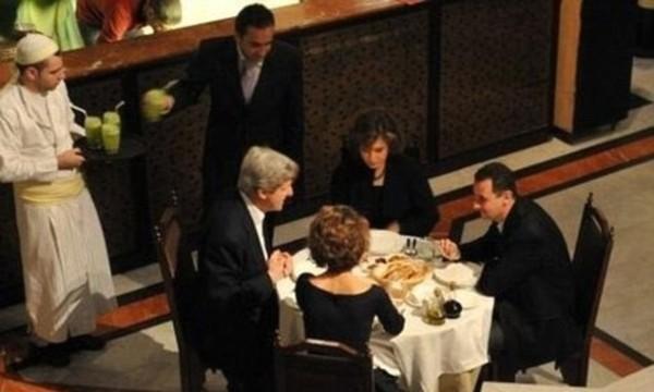 Tête-à-tête mit der Tyrannei: John Kerry und Bashar al-Assad.