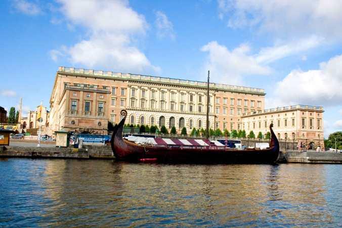 Svea-Viking-Ship-Tours-and-Feasts-At-Sea