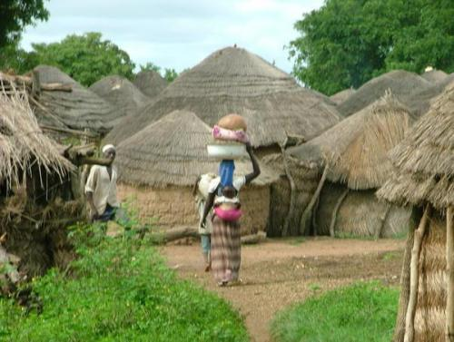 Typische Dorfszene im nördlichen Ghana.