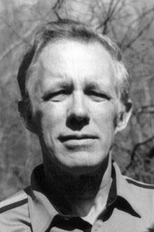 William Pierce (11. September 1933 – 23. Juli 2002) sah tiefer in die Natur des Lebens – und weiter in die Zukunft – als jeder andere Denker moderner Zeiten. Der heutige Beitrag betrachtet Dr. Pierces Vision, beruhend auf seinen eigenen Worten und auf Texten, die von Mr. Strom und anderen im Laufe der letzten 13 Jahre geschrieben wurden.