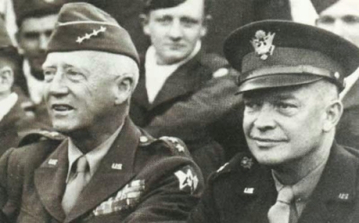 General Patton (links) und General Eisenhower (rechts)