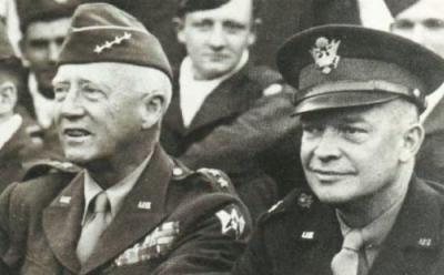 General Patton (links) und General Eisenhower (rechts)