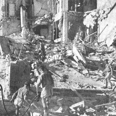 Jüdischer Bombenterror auf das King David Hotel in Jerusalem, bei dem 101 Briten und Araber getötet wurden. Hier suchen britische Soldaten im Schutt nach ihren Toten.