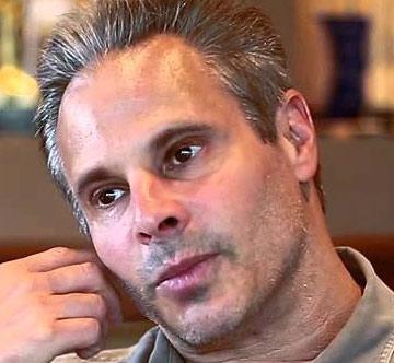 Steven Hirsch, ein Jude, ist der stellvertretende Vorsitzende von Vivid Entertainment, dem größten Produzenten von Pornographie in den Vereinigten Staaten.