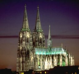 In Europa: Keine Akropolis, keine St. Basilius Kathedrale, kein Schiefer Tum von Pisa, kein Big Ben, kein Kölner Dom.