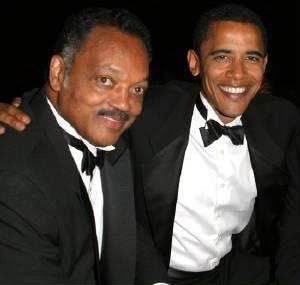 Barack Obama mit seinem guten Kumpel Jesse Jackson, der sich damit brüstet, ins Essen weißer Hotelgäste gespuckt zu haben.