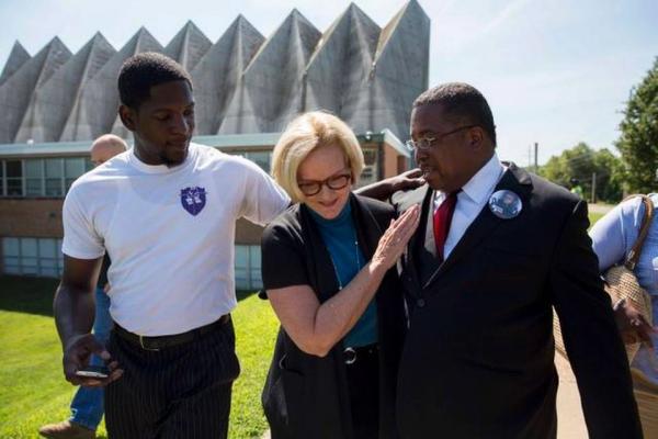 Spielt die Rassenkarte: US-Senatorin Claire McCaskill (Dem., Missouri) während der Unruhen in Florissant, einer Vorstadt von St. Louis.