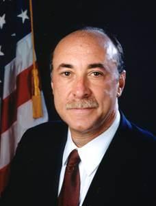 Experte für biologische Kriegsführung, Pharmafirma-Direktor, Insider der Bush-Administration …