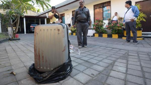 Der blutige Koffer.