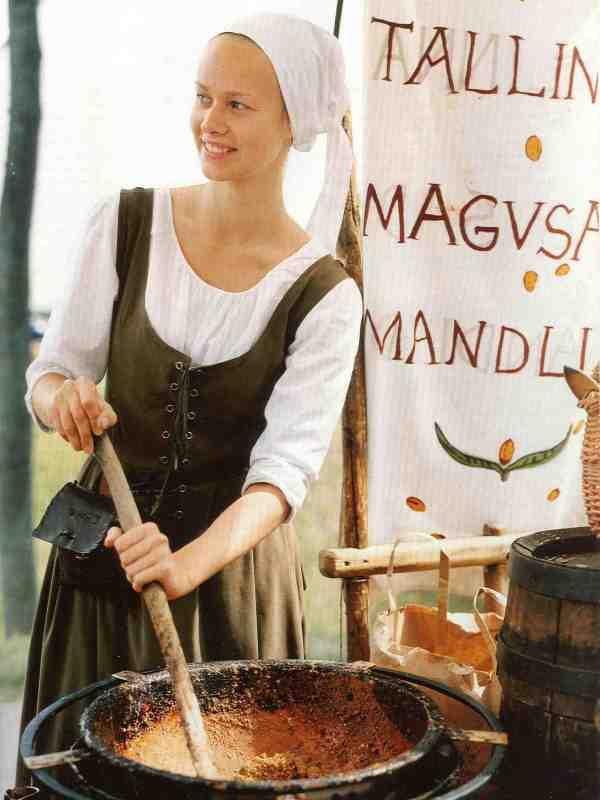 """""""Uns fehlen 50 Jahre kulturelle Entwicklung."""" Die Mandelverkäuferin verwendet ein mittelalterliches Rezept."""