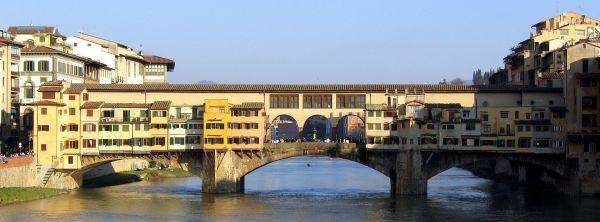 Der Ponte Vecchio, der in Florenz den Arno überspannt.