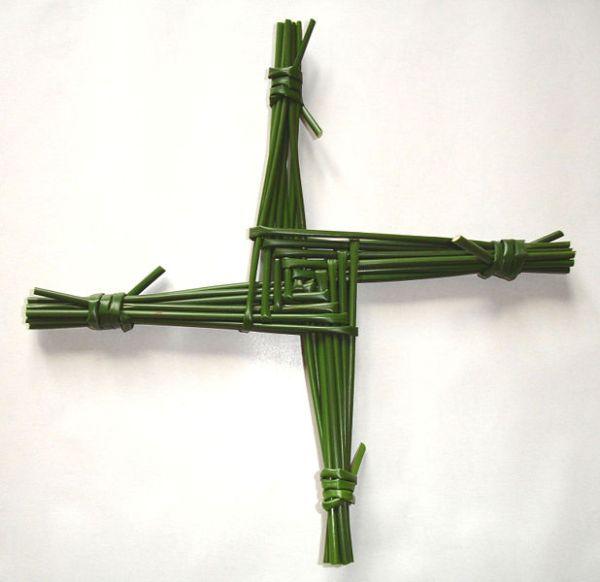 Aus Binsen geflochtenes Brigidkreuz